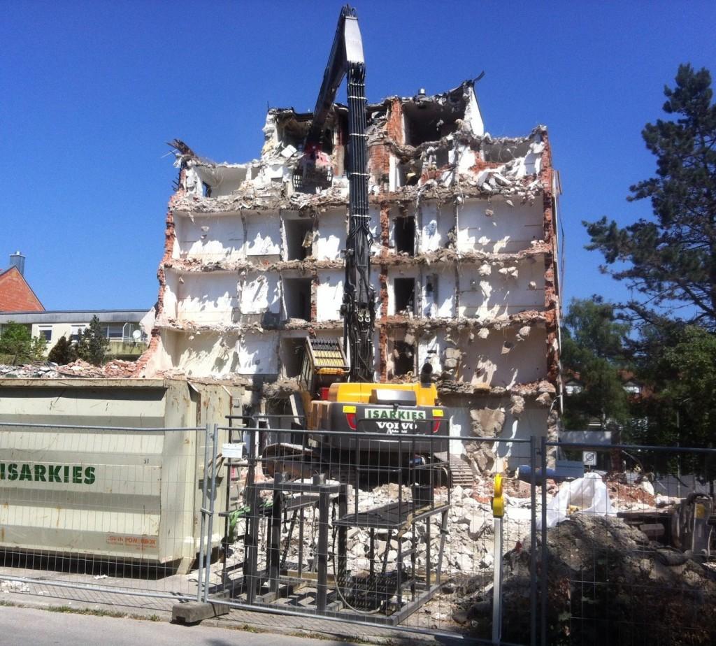 Abbruch des Hotels in Poing